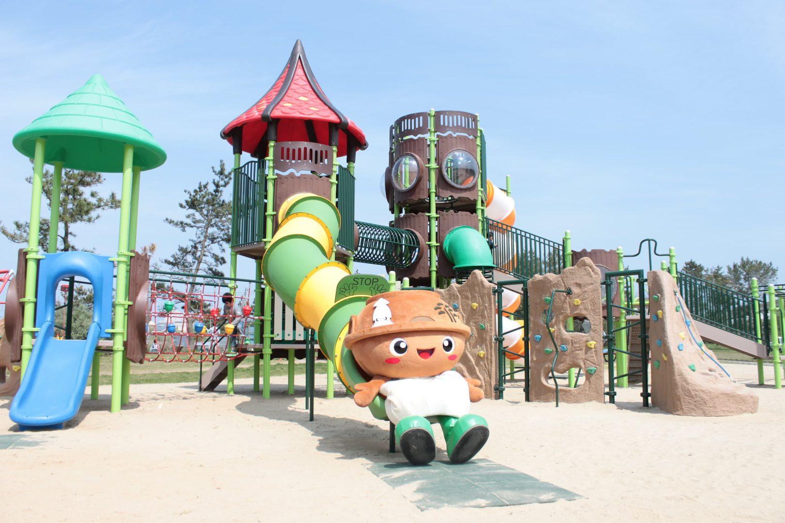 """子どもに大人気!広い芝生広場に大型遊具のある""""わんぱーく""""《芦屋海浜公園》"""